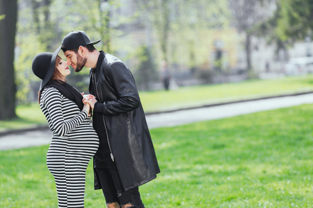 Man and pregnant girl in park Standard-Bild