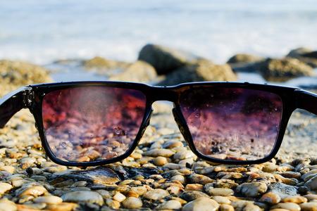 Black sunglasses at sea background 写真素材 - 122488842