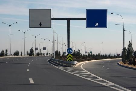 主要道路の方向。