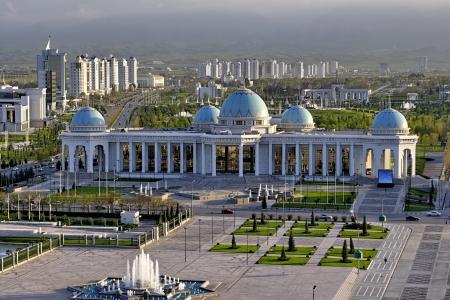 Allgemeine Aufrufe zum Hauptplatz und Schloss Ruhyet Aschchabad Turkmenistan