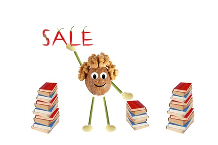 proposes: Funny little man of the walnut proposes the sale of books