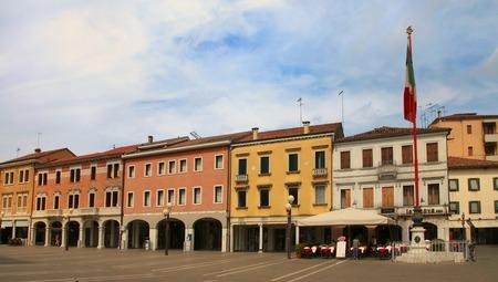 2014 年 6 月 29 日にヴェネツィア、メストレ-6 月 29 日、2014年: メストレ。イタリアの広場 Erminio フェレット。メストレは、ヴェニス、ヴェネト州、イ