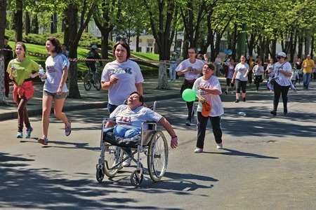 cel: Marathon runners on the street Stefan cel Mare with the participation of persons with disabilities Editorial