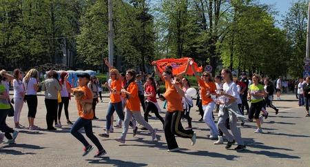 cel: Chisinau, Moldova- 26 aprile Maratona di corridori sulla strada Stefan cel Mare. Chisinau, Moldova- 26 aprile