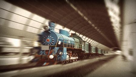 estrellas cinco puntas: La locomotora comunista con la estrella roja principios del siglo 20, al llegar a la estación. Movimiento borrosa la imagen. Mirada de la vendimia.