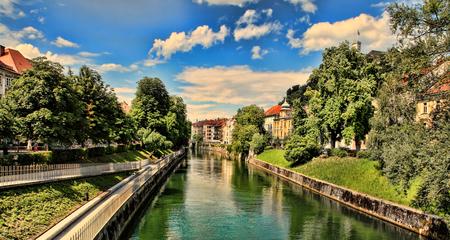 リュブリャナ - スロベニア - 市内中心部、川沿いのビュー