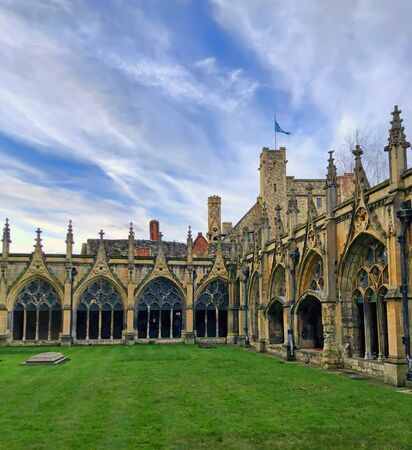 Canterbury, England, UK - December 22, 2019:  Cloister Garden in Canterbury Cathedral, Kent. 에디토리얼