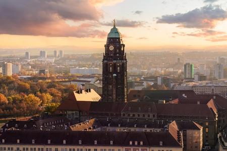 Torre del Ayuntamiento de Dresde en puesta de sol. Sajonia, Alemania. Foto de archivo