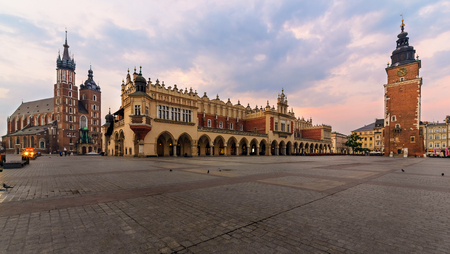 Rynek Glowny - The main square of Krakow, Poland. Europe in the early morning 版權商用圖片