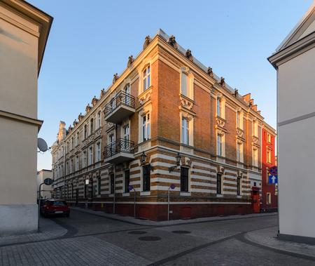 Arquitectura de la ciudad en la parte central de Gliwice, Polonia, Europa. durante la puesta de sol. Foto de archivo