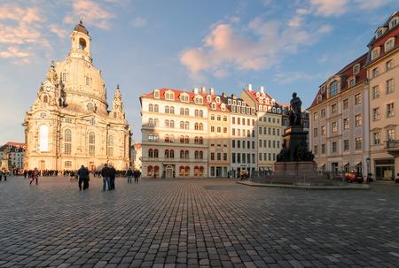 Plaza central en Dresden, día foto. Alemania. Europa. Editorial