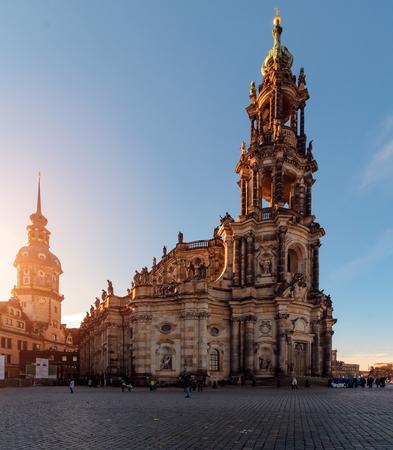 Centro de Dresde en la puesta del sol. Alemania, Sajonia, Europa.