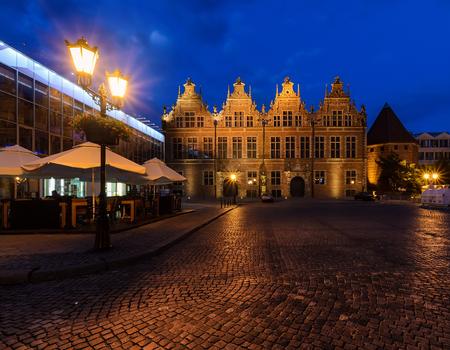 Вечерняя древняя архитектура в Гданьске, Польша. Европа.