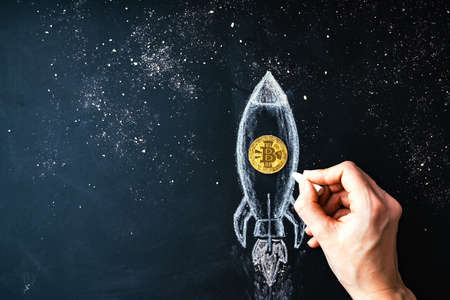 Bitcoin rocket launcher, cryptocurrency concept. The growth rate of the gold coin for designers and breaking news. Bitcoin to the moon classic rocket Illustration. 版權商用圖片