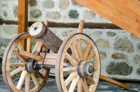 rectification: A wooden gun made of cherry wood in Melnik