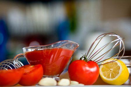 poignant: Appetizing  tomatoes , lemon and garlic while preparing a poignant sauce