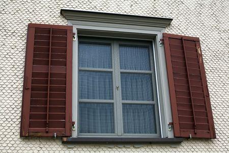 Une image d'une fenêtre avec Jalousie Banque d'images - 5762593