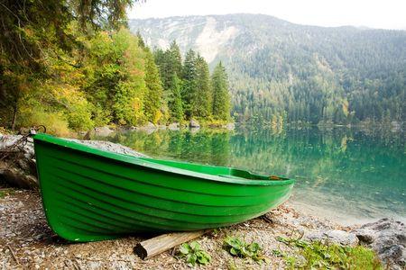 green boat: An image of a boat at beautiful lake