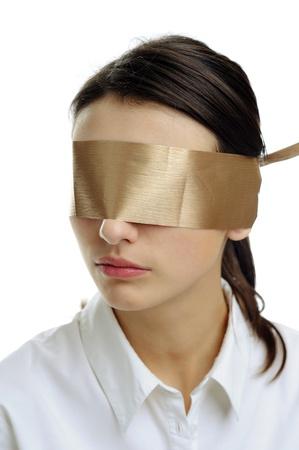augenbinde: Ein Bild der Frau in wei� mit einer Augenbinde