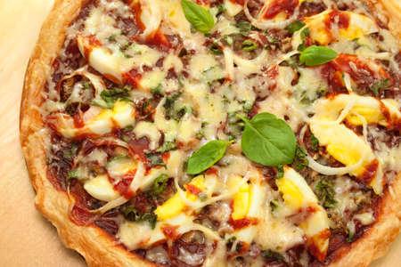 portarretrato pizza casera con verduras y huevos