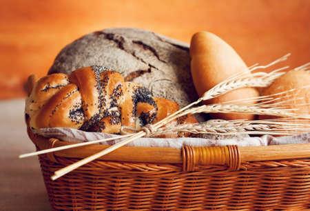 canasta de panes: Cesta de pan Foto de archivo