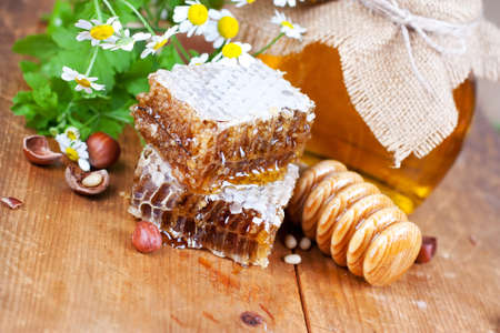 Honey comb: Honey comb and wooden drizzler