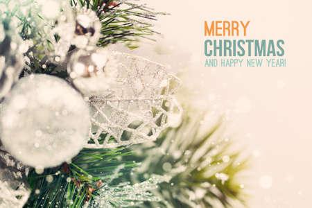 r image: Ramo di Natale con ornamenti close up