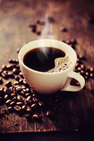 tasse: Cuisson � la vapeur tasse de caf� fra�chement moulu. Faible profondeur de champ
