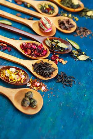 Dry tea with in wooden spoons. Selective focus Standard-Bild