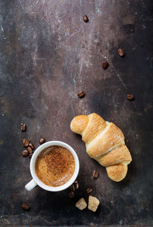 trompo de madera: Breakfast with coffee and croissants. Food background with copyspace Foto de archivo