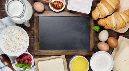 productos naturales: Healthy breakfast with natural dairy products. Vintage blackboard with copyspace Foto de archivo
