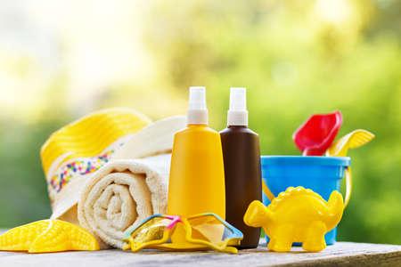 Zonnescherm voor baby's en strandaccessoires Stockfoto