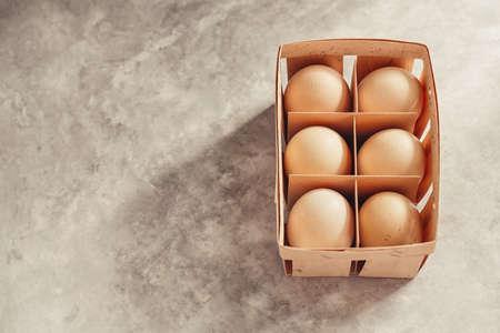 新鮮な鶏の卵です。家の農場から天然物。