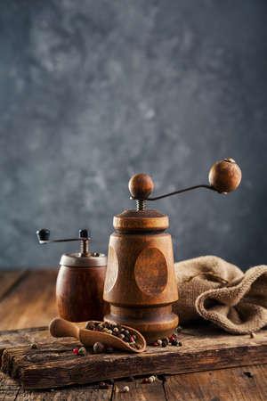 나무로되는 고추 밀. 스톡 콘텐츠