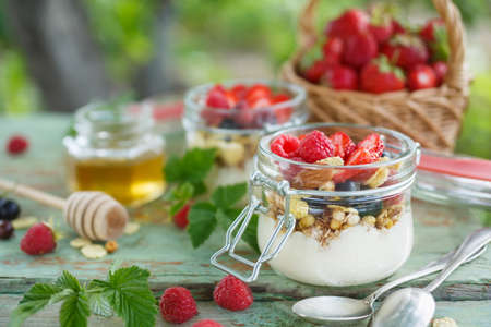 Healthy yogurt with granola and raspberry. Фото со стока