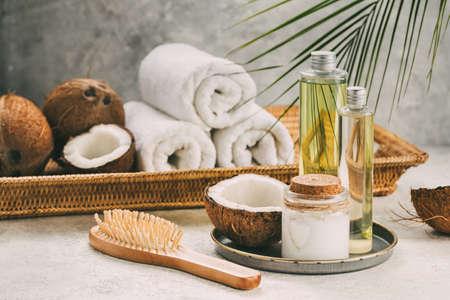 Aceite de coco natural para el cuidado corporal y capilar. Composición de spa.