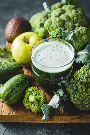 Green cocktail of healthy vegetables Reklamní fotografie - 128553406