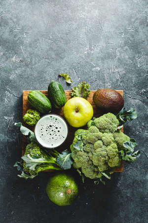Green cocktail of healthy vegetables Reklamní fotografie - 128553431