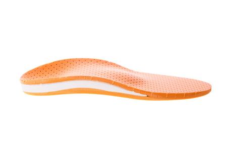 흰색 배경에 orthotics입니다. 발을 지탱할 수 있도록 신발에 삽입하십시오.