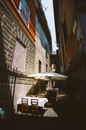 夏にイタリア質屋でブレシアのヨーロッパ古い町の眺め。