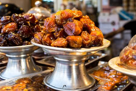 Close Up Of Pile Of Dried Date Fruits In A Silver Metal Plate With Stand Exhibiting In The Shop during ramadan 免版税图像