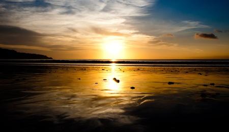 Coucher de soleil à la plage de Jimbaran Banque d'images