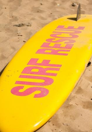 Une planche de sauvetage sur la plage Banque d'images