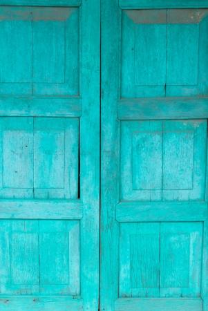 Une vieille porte en bois émeraude
