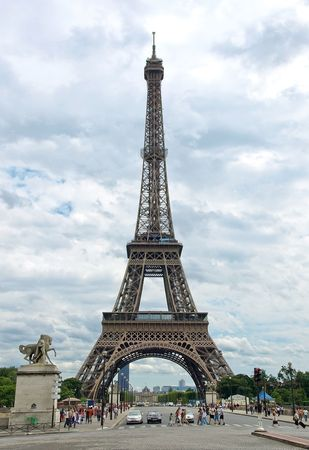 The world famous, Eiffel Tower in Paris, France. Stock Photo - 6548753