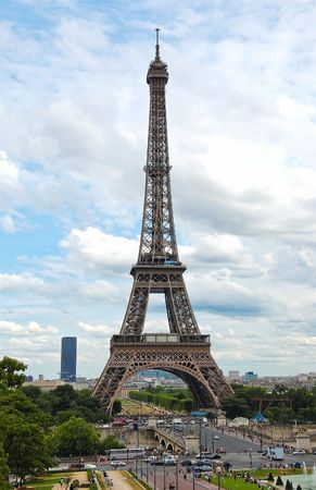 The world famous, Eiffel Tower in Paris, France. Stock Photo - 6640167