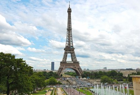 The world famous, Eiffel Tower in Paris, France. Stock Photo - 6682893