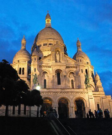 coeur: Nacht uitzicht op de Sacré - Coeur basiliek op heuvels van Montmartre, Paris, Frankrijk