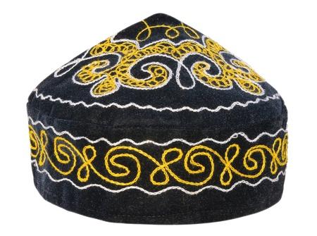 kippah: Casco - tradicionales sombreros de Kazajst�n aislados en blanco.