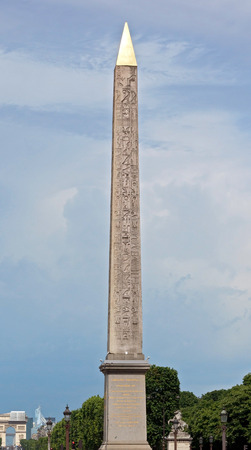 obelisk stone: The iconic Obelisk of Luxor, the ancient Egyptian stone monument at the site of the revolutionary guillotine in the centre of the Place de la Concorde in Paris, France.